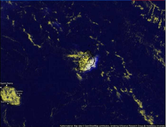 13h15.Les dernières images sat montrent des développements convectifs actifs sur le sud est de Maurice.
