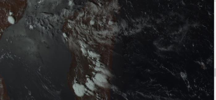 Les orages en formation en milieu d'après midi. Satellie géostationnaire russe.