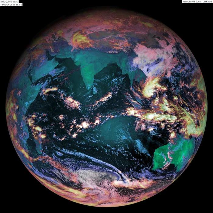 L'océan indien vu ce matin à 09h30 par le satellite chinois Fy2E. Pour le moment c'est vers l'Australie et l'Indonésie que se concentrent les zones de convection les plus actives. Image: Alan Banks.