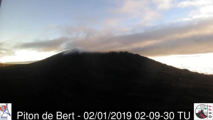 Le volcan ce matin à 05h30.  Source: Météo Réunion.
