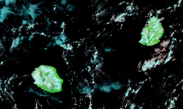 Satellite Terra à 10h05. Développements moins importants des nuages sur l'intérieur par rapport à hier. Mais au final il n'est pas exclu que les averses soient plus nombreuses qu'hier.