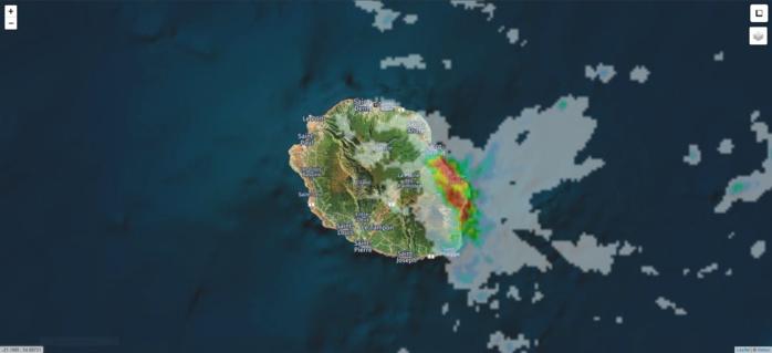 Les fortes pluies orageuses entre Sainte Rose et Saint Benoït à 03h45. Image de Meteoi.re