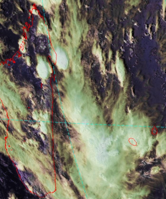 Satellite géostationnaire chinois à 14h30. Les cellules orageuses les plus actives sont à l'ouest de la Réunion et sur le nord est de Madagascar. Image de R.Maujean de 4Bornes que j'ai travaillée.