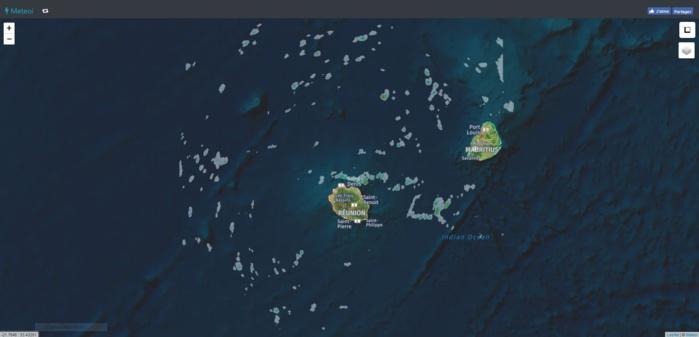 Les nuages et les averses sont nettement plus nombreux dans notre voisinage. Quelques petits foyers modérément actifs sont au large des côtes nord est de la Réunion. Image radar de 07h15. https://www.meteoi.re/
