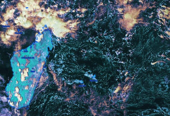 Photo satellite de la zone à 16h. Un peu d'instabilité au sud de Rodrigues. Pas trop d'orages sur la Grande Ile. Forte instabilité dans le voisinage de Diégo Suarez. Kobus.