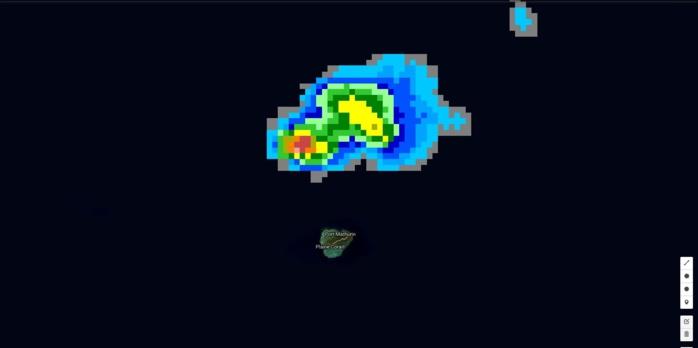 03h31: zone pluvio-orageuse juste au nord de Rodrigues.