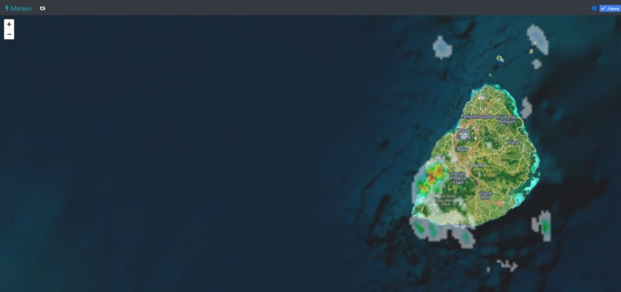 Averses orageuses notamment vers Chamarel.Radar 13h40. Crédit https://www.meteoi.re