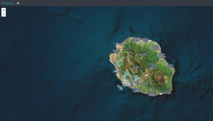 Radar 13h40.Des averses se déclenchent vers 3 Bassins, Colimaçons notamment. Crédit https://www.meteoi.re