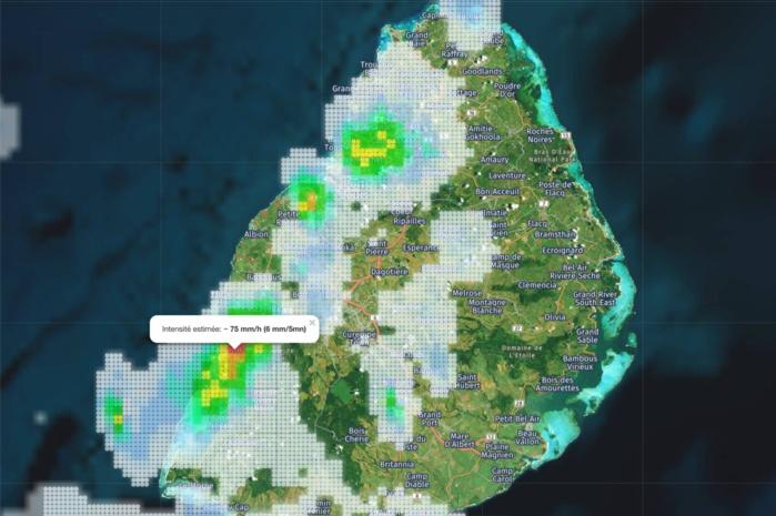 Merci à Loic de Meteoi. Intensité estimée des averses 6mm en 5mn dans la région de Tamarin. https://www.meteoi.re