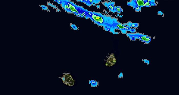 18h46: des foyers pluvio-orageux restent présents au nord de Maurice et peuvent s'activer plus près des côtes cette nuit.