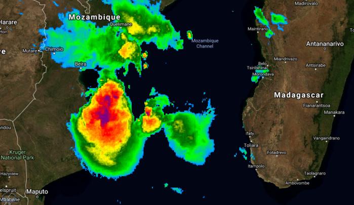 Photo satellite à 04h ce matin. Le système est proche des côtes du Mozambique et pourrait s'intensifier temporairement sur les eaux chaudes du Canal.
