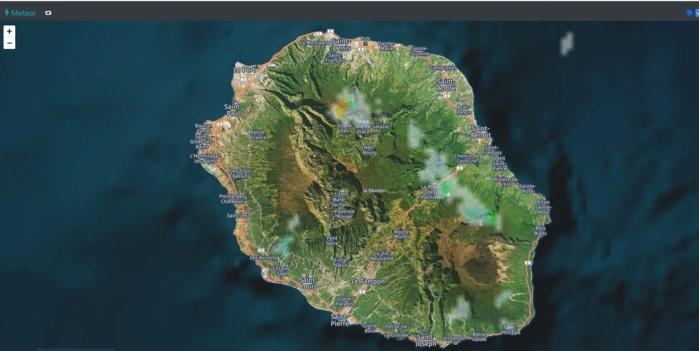 Réunion: image radar à midi. Des averses sont déjà repérées. Crédit: https://www.meteoi.re