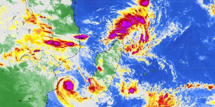 """Météosat à 10h: pas mal d'activité convective sur la zone mais qui """"évite"""" soigneusement Maurice et la Réunion.Crédit: R.Maujean, 4Bornes."""