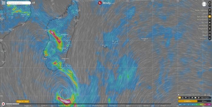 """La situation """"vue"""" par le modèle européen en fin d'après midi aujourd'hui. L'activité pluvio-orageuse est encore concentrée sur Madagascar pour le moment mais à l'avant le temps devient de plus en plus humide sur les Iles Soeurs."""