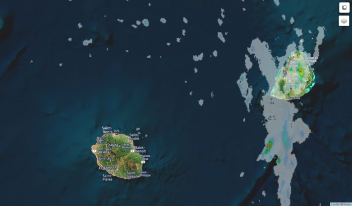 """Radar de Météo France Réunion à 18h15. Maurice est la première a """"profiter"""" de bonnes averses. Crédit https://www.meteoi.re"""