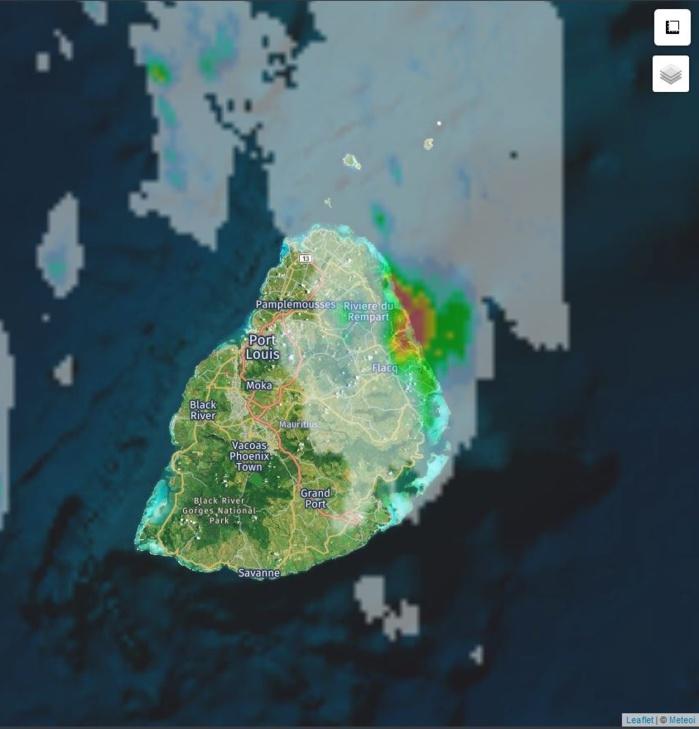 Radar 03h15: des averses de très forte intensité touchent alors la région de Belle Mare/Roches Noires à Maurice. Crédit: https://www.meteoi.re/