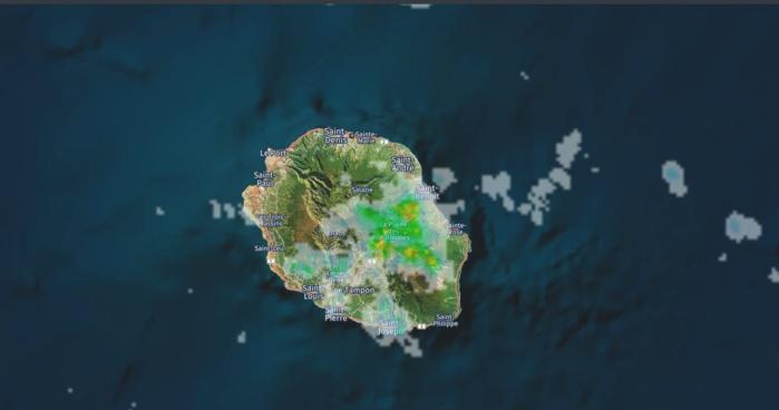14h25: image radar de Météo France. Crédit https://www.meteoi.re/