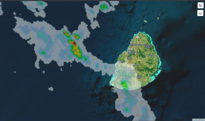 22h: radar de Météo France Réunion. Des nuages actifs s'approchent par l'ouest alors que des averses touchent Bel Ombre et sa région. Crédit image: https://www.meteoi.re/