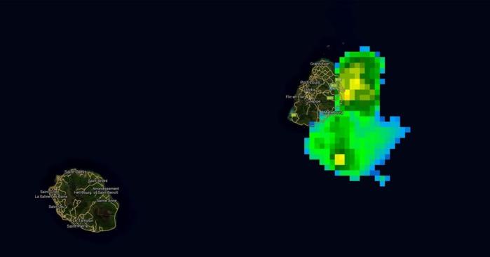 Satellite à 21h: les pluies les plus intenses sont estimées juste à proximité de l'Ile Aux Cerfs à ce moment là.