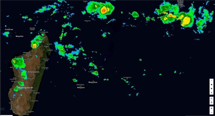 Deux zones d'activité sont suivies au nord des Mascareignes dans la zone de convergence. 97S à l'est nord est des îles Agaléga et 98S au sud ouest de Diégo Garcia. Instabilité en hausse plus proche de Madagascar et des Mascareignes.