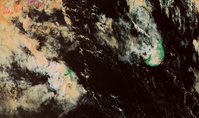 Les Iles Soeurs capturées par Noaa20 à 14h. Le quart sud est de la Réunion sous les nuages et les averses. Le Baril rapporte 48.5mm en 24h à 20h, Piton Sainte Rose:40.5mm et Grand Coude: 40.5mm. Stations de Météo France Réunion. Peu de pluie ces dernières 24h à Maurice : Mare aux Vacoas rapporte 3.4mm à 19h, station de MMS.