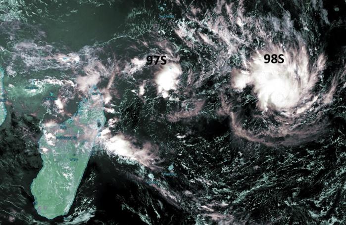 Meteosat à 13h: 98S commence à s'organiser. Crédit image: Kobus, enhanced par PH.
