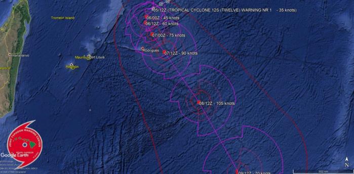 """12S a été baptisé par MMS/Vacoas. La prévision du JTWC anticipe un passage au plus près de Rodrigues à environ 180km au nord est de l'île dans la journée de jeudi. NB: """"tropical cyclone"""" est le terme scientifique en anglais qui englobe les dépressions, tempêtes et cyclones tropicaux."""