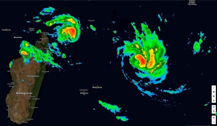 Satellite à 06h ce matin. La courbure cyclonique de FUNANI(12S) s'accentue. Le système se renforce. 13S est un système plus compacte qui devrait s'intensifier nettement ces prochains jours.