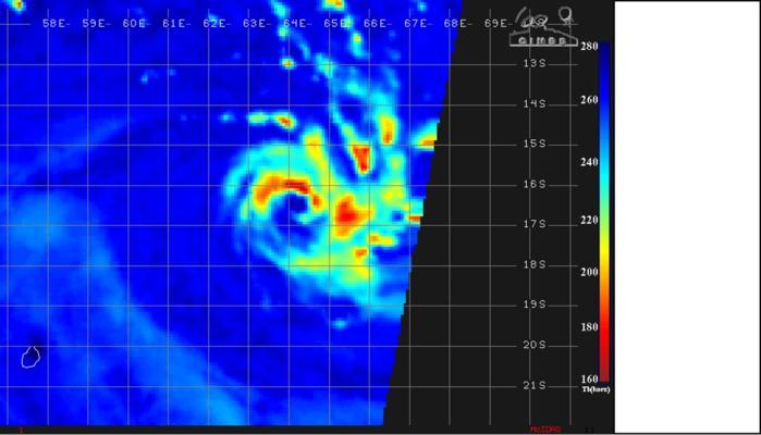 Image micro-ondes de 05h28. L'oeil en formation est bien visible.