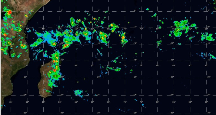 Satellite à 19h. La zone de convergence est de retour. Instabilité marquée sur le nord et l'est de Mada.