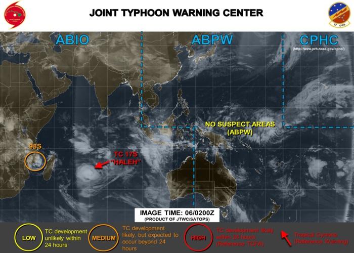 """98S est en """"medium""""(orange) sur la carte de la Navy car on estime que les chances de le voir s'intensifier en dépression tropicale au cours des prochaines 24heures sont modérées."""