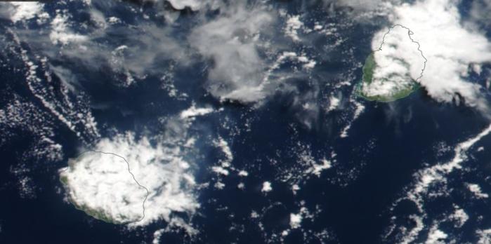 Le satellite NPP a bien mis en évidence les développements nuageux d'hier après midi sur les Iles Soeurs. Une fois encore(comme souvent cette saison) les nuages ont été plus actifs sur Maurice, on voit ici de beaux développements sur le quart nord est de Maurice. Image 14h30.