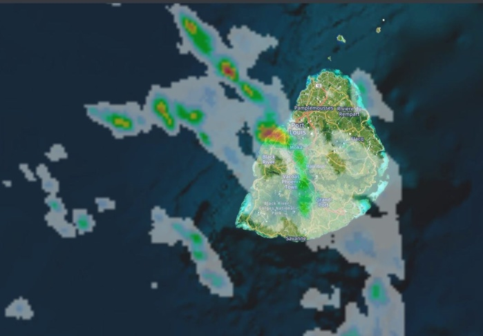 Image radar(Météo France) à 03h59. De fortes averses touchent la région de Port Louis. Crédit image: https://www.meteoi.re/