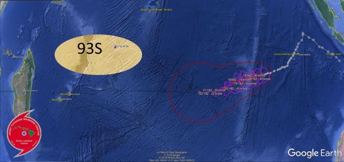Sur la droite trajectoire prévue du cyclone SAVANNAH(19S) qui devrait s'affaiblir pour venir se combler à plus de 1500km à l'est de Rodrigues dans 5 jours. Au nord nord-est des Mascareignes nous suivrons la possible organisation de la zone 93S cette semaine.