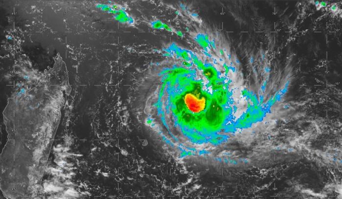 La Réunion et Maurice sont bien à l'écart des intempéries. Satellite à midi.
