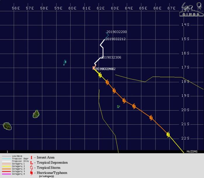 Photo satellite de 8h ce matin, l'oeil est à nouveau plus net alors que la partie centrale du cyclone apparait plus compacte.