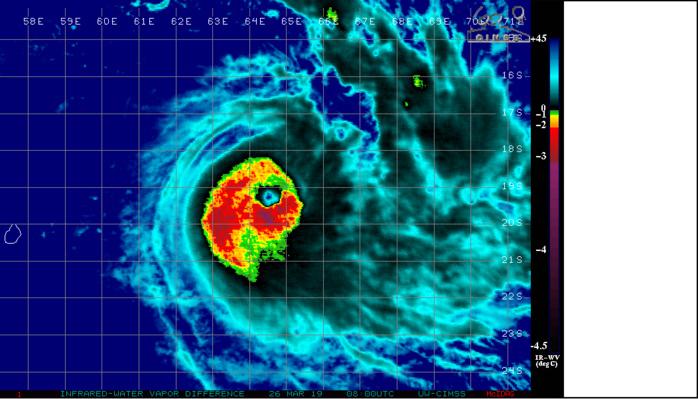 Photo satelllite de midi: le cyclone est toujours bien organisé et est classé en limite supérieure de la catégorie 3 US soit cyclone intense avec rafales maximales estimées à 250km/h près de l'oeil en mer.