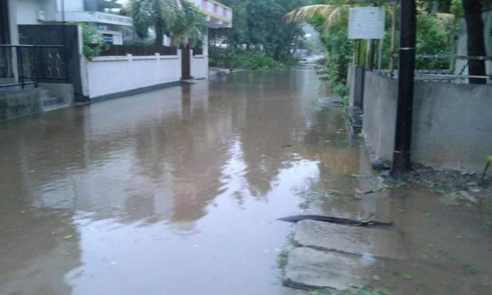 15h: Cyclone intense Joaninha à Rodrigues: photos de cet après midi à Rodrigues