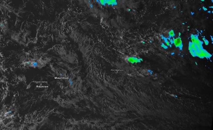 Image satellite de 17heures: l'instabilité va se renforcer progressivement à partir de demain à l'est des Iles Soeurs et devrait toucher Maurice et la Réunion principalement à partir de Mardi.