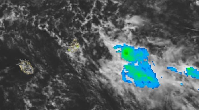 Photo satellite de midi: la zone d'instabilité gagne en activité à l'est sud-est de Maurice.