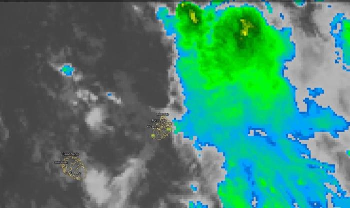 Photo satellite de 7heures. Les nuages plutôt actifs sont dans le voisinage est de Maurice et se rapprochent de l'île.