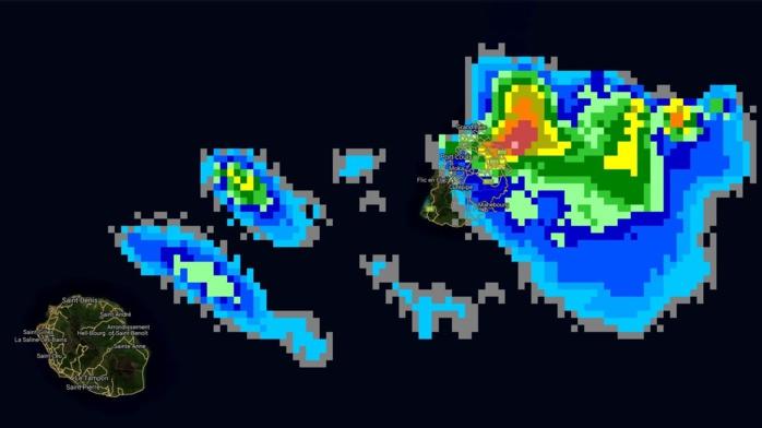 18h15: des nuages actifs voire très actifs se trouvent à proximité des côtes nord-est de Maurice.