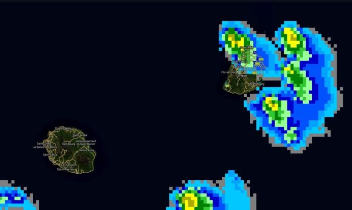 07h: des nuages potentiellement actifs sont encore dans le voisinage immédiat de Maurice.