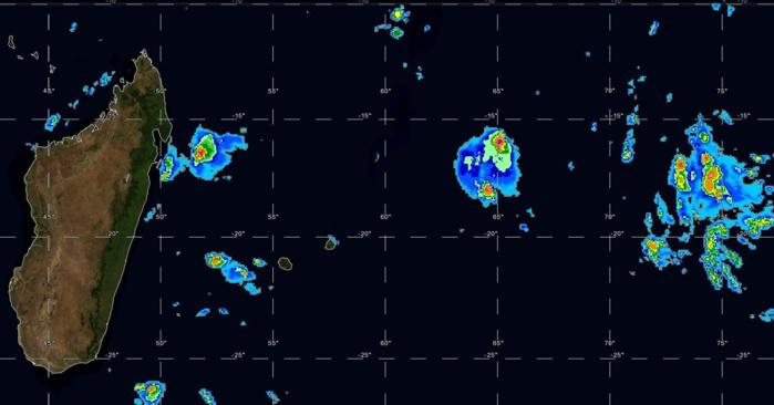 Photo satellite de 9h centrée sur la zone Mada/Mascareignes. Des nuages actifs évoluent au nord-est de Rodrigues sans toucher l'île qui a observé quelques averses ces dernières 24heures, 3.8mm à Montagne du Sable.