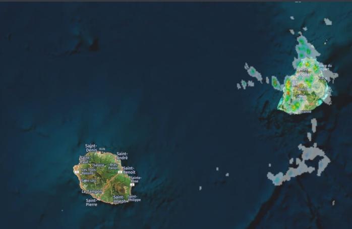 13h54. Radars Météo France. Nombreuses averses en ce moment sur Maurice. Crédit image https://www.meteoi.re
