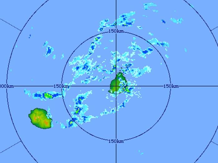 20h31: image du radar de Trou Aux Cerfs centrée sur Maurice et la Réunion. Crédit image MMS/Vacoas.