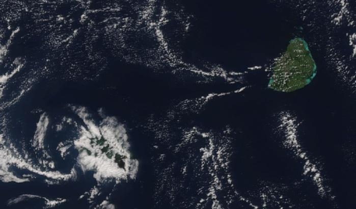 Image du satellite NPP à 13h25 ce jour montrant Maurice baignée de soleil. Plus de nuages sur la Réunion mais ils étaient peu actifs laissant les plus hauts sommets dégagés.