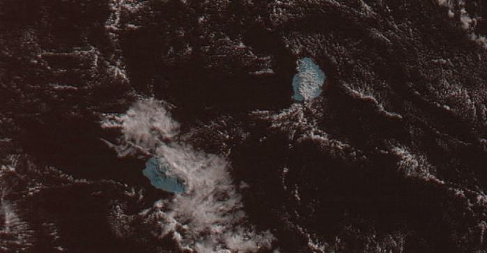 Le satellite Meteor à 8h26 ce matin. On voit bien les nuages qui ont apporté quelques averses sur l'est et le nord de la Réunion. Image MAUFOX que j'ai travaillée un peu.