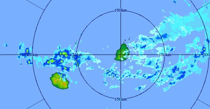 Des bandes actives circulent juste au nord de la Réunion et touchent en partie les régions nord et est. Image du radar de Trou Aux Cerfs centrée sur les Iles Soeurs. Image de 7h41