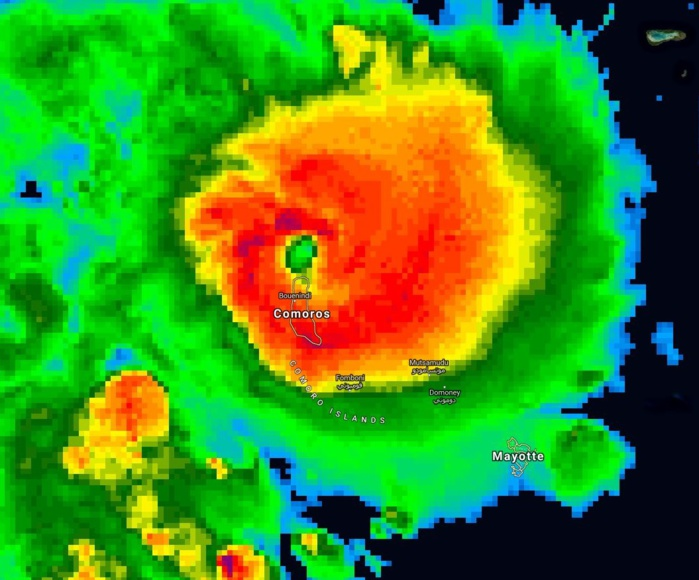 L'oeil du cyclone tropical KENNETH est à 20km au large des côtes nord de Grande Comore à 22h/Comores.